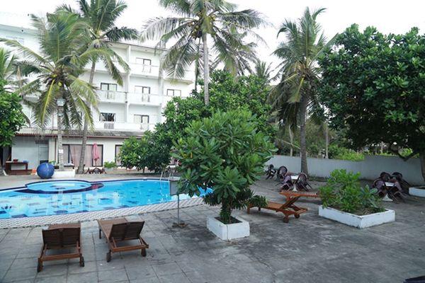 Sea Shine Beach Hotel - Uswetakeiyawa